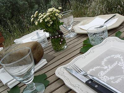 jolie table.jpg