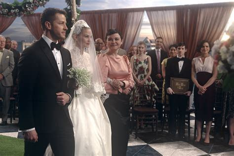 [PHOTOS] ?Once Upon a Time? Emma/Hook Wedding ? First Look