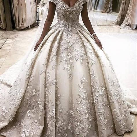 25  best ideas about Luxury Wedding Dress on Pinterest