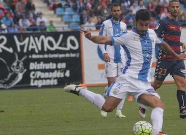 Lluís Sastre Reus (Binisalem, Islas Baleares, España, 26 de marzo de 1986), conocido como Sastre, es un futbolista español. Juega de centrocampista y su actual equipo es el C.D. Leganés de la Primera División de España. Es hermano del también...
