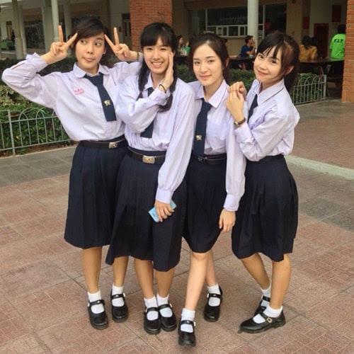 đồng phục nữ sinh thái lan