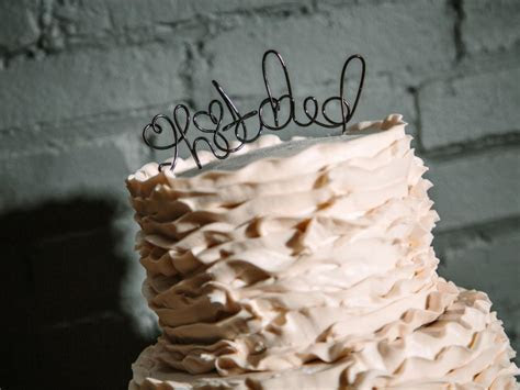 20 Ideas for Cute and Edible Wedding Cake Toppers   GAC
