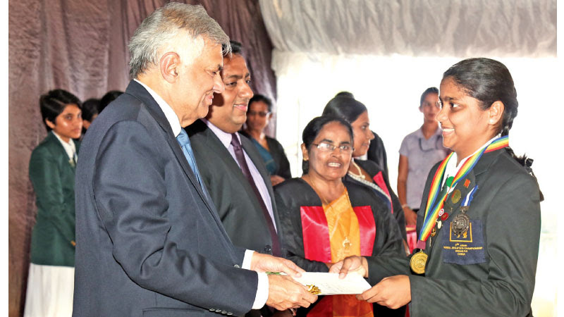 PM at the maliyadewa Girls collage prize giving
