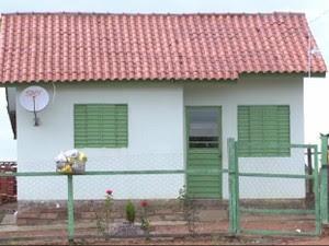 Crimes ocorreram na casa onda a família mora, em Pantano Grande (Foto: Reprodução/RBS TV)