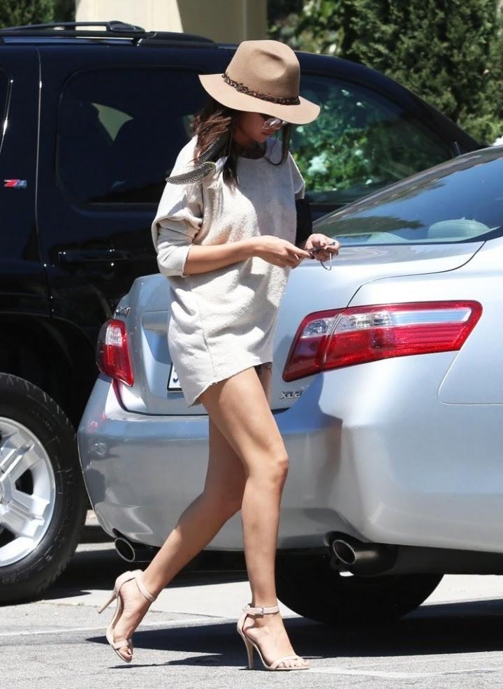 Selena Gomez long legs show -02