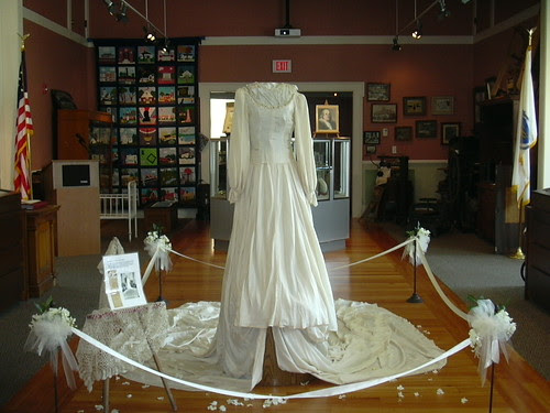 FHM_weddinggown