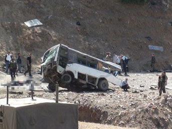 Polis servis aracına saldırı: 8 şehit