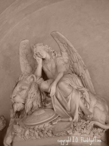 Florence_57_Santa_Croce_angel_and_lion