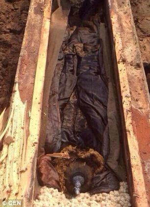 Baffled Chinese archaeologists are studying a 300 year-old coffin