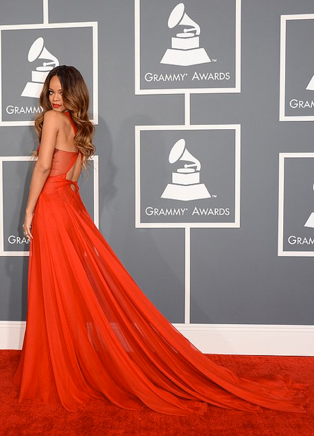 photo la-modella-mafia-Grammys-2013-Fashion-best-dressed-on-the-red-carpet-Rihanna-in-a-red-custom-Azzedine-Alaia-dress-3_zps12bd326f.png