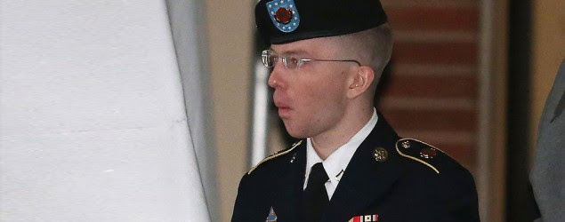 WikiLeaks case: Army Pfc. Bradley Manning says he is a woman named Chelsea (Mark Wilson/Getty Images)