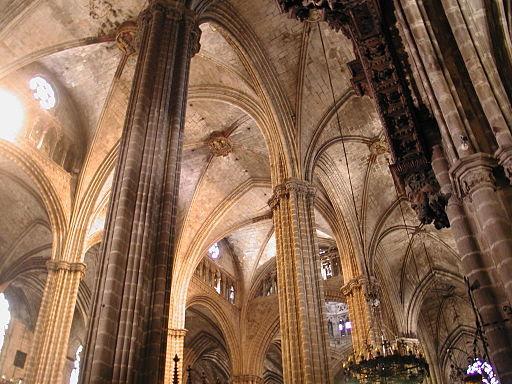 Barcelona cattedrale volte pilastri
