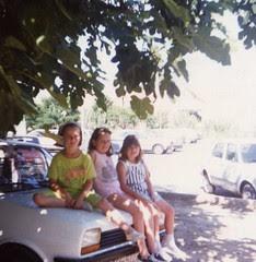 La Neus de l'escala, la seva germana i en Jaimito