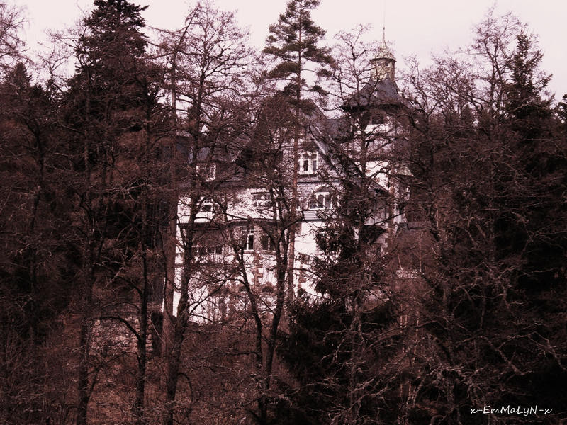 The House on the Hill by x-EmMaLyN-x