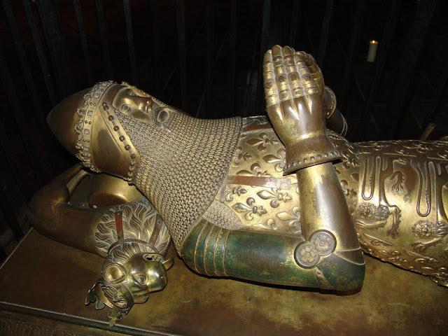 Estátua jacente do Príncipe Negro, catedral de Cantuária.