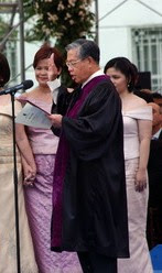 Chief Justice Davide at the 2004 presidential ...