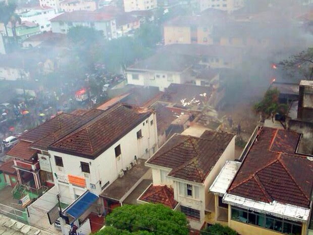 Aeronave caiu ao lado de academia em Santos, SP