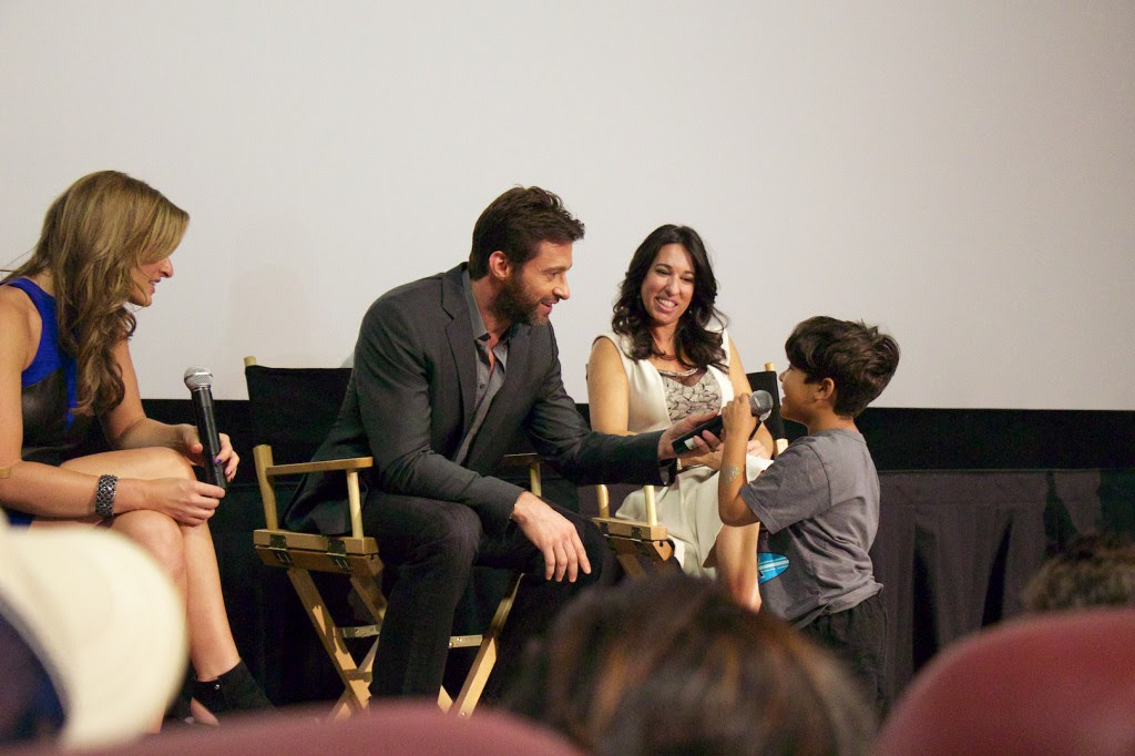Denise Albert, Hugh Jackman, and Melissa Musen Gerstein with movie fan @ the Mamarazzi preview of The Wolverine