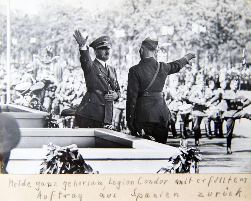Il saluto con Hitler