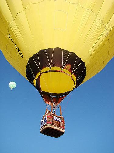 ...tenham uma linda (e happy yellow) segunda! by Menina Prendada -