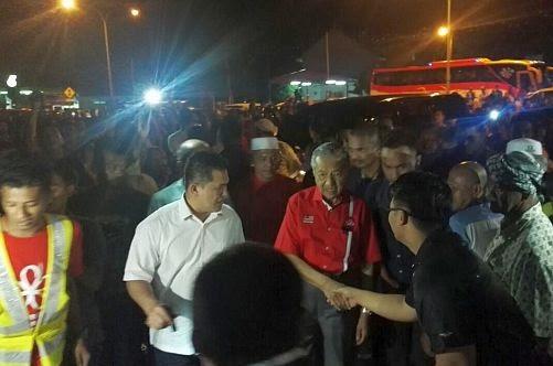 Sambutan hebat kunjungan Tun M, BN Terengganu bakal tumbang?
