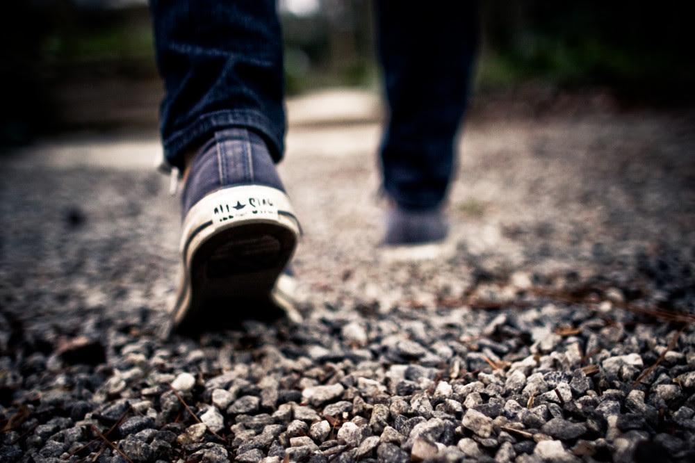 Imagem de alguém caminhando
