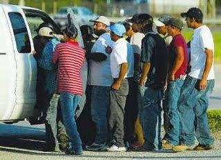 Photos et images de City Council Votes To Impose Day Laborer Rules ...