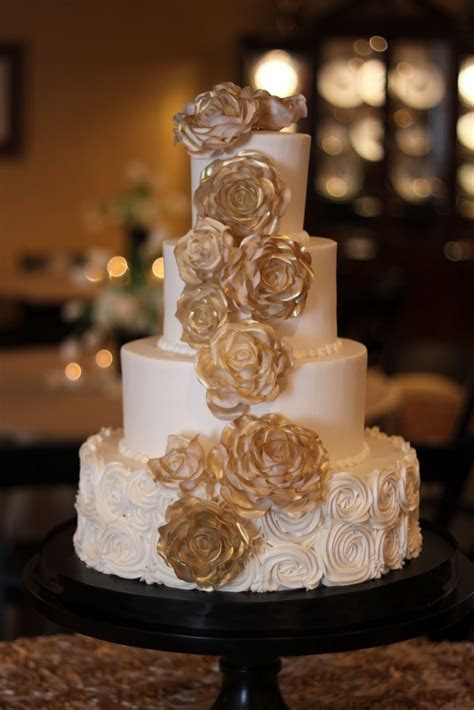 gold and ivory wedding cake : Details Weddings & Events
