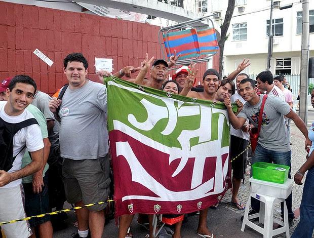 fila para comprar ingressos do Fluminense em Laranjeiras