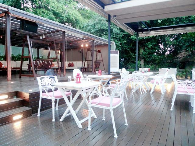 typicalben Nosh Restaurant and Bar