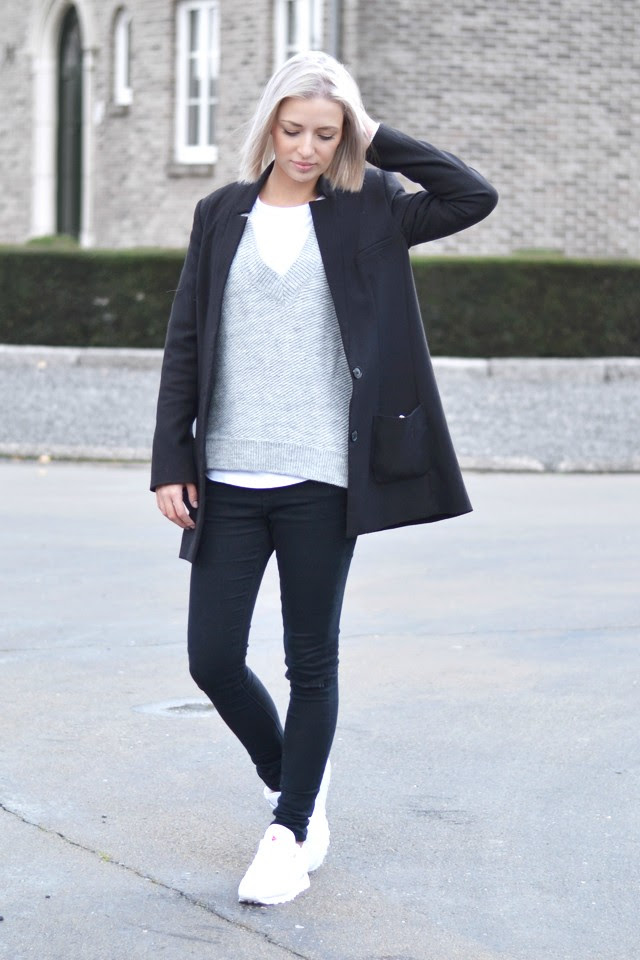 Diagonal and asymmetric by fashion blogger turn it inside out belgium belgie mode zara diagonale trui jumper wool layers winter fall winter aw15 2014 outfit inspiration streetstyle black white grey minimalsim minimal reebok classic white sneakers