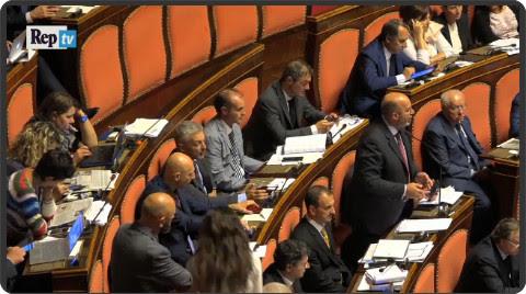 http://video.repubblica.it/dossier/le-riforme/senato-spezzare-le-redini-e-homus-politicum-gli-strafalcioni-dei-parlamentari/213975?video=&ref=HRESS-6
