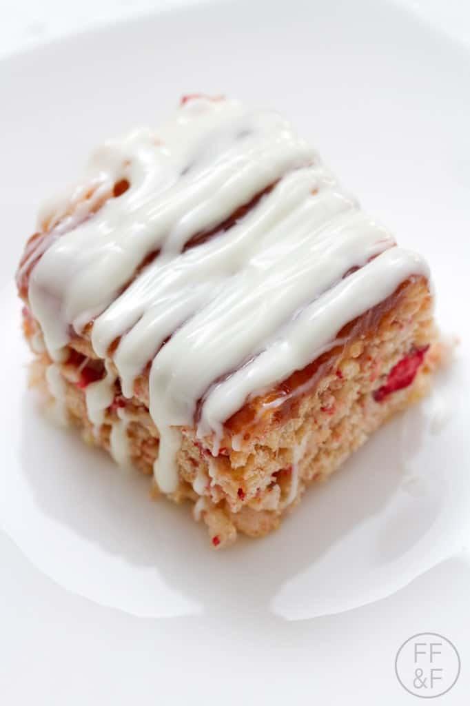 Strawberries and Cream Rice Krispie Treats   Food Fashion ...