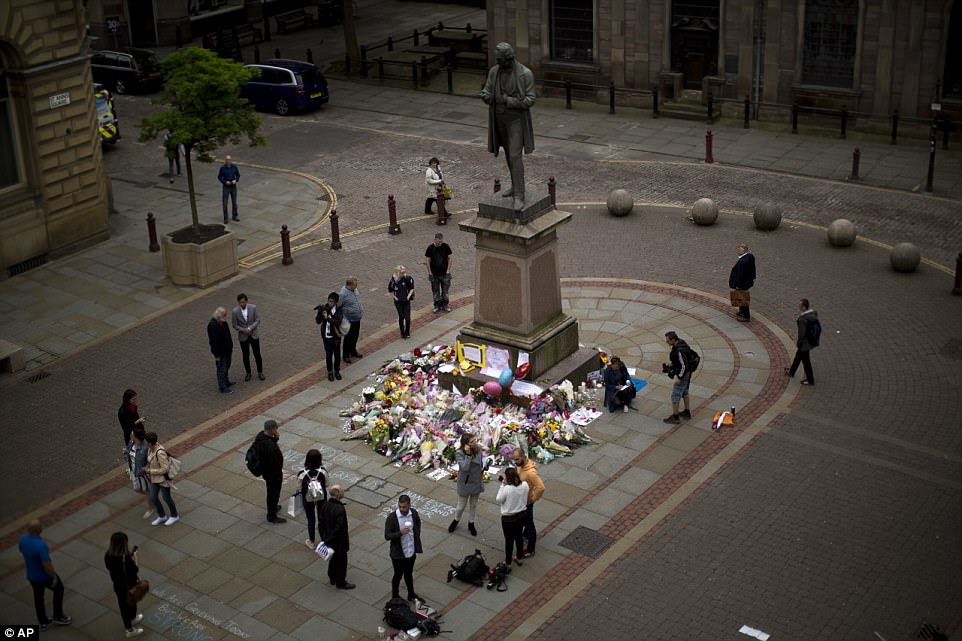 There were heartbreaking scenes in central Manchester this morning as a steady stream of people came to pay their respects