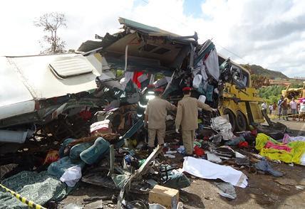 Equipes dos Bombeiros, Samu e ambulâncias da região socorreram  as vítimas (Foto reprodução)
