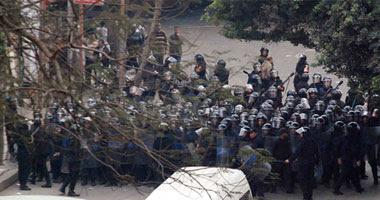 قوات الأمن تحاصر وسط القاهرة