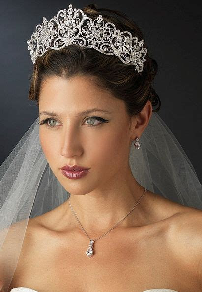 25  best ideas about Wedding Tiara Veil on Pinterest