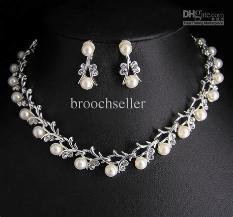 Hign Quality Unique Tyle Crystal And Pearl Bridal Necklace