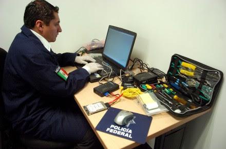 Agentes monitorean posibles delitos contra menores en la red. Foto: Octavio Gómez.