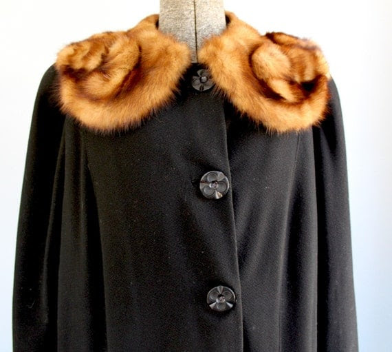 vintage 1950s fox collared coat. Large.