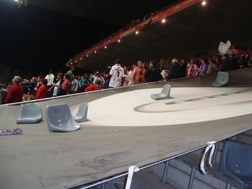 Cadeiras atiradas no jogo Braga-Benfica (31/10/09)