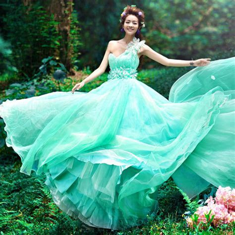 Blue and green wedding dresses: Pictures ideas, Guide to