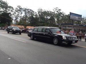 La caravana que escoltaba a Barack Obama. CRH