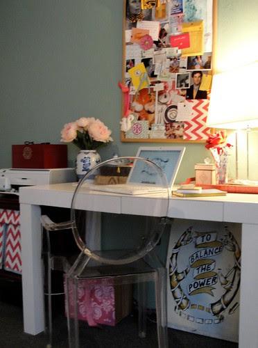 Desk area by FrontPorchStudio.