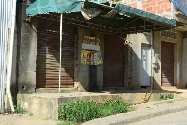 Comerciante é morto durante assalto a bar em Cariacica (Foto: Ricardo Medeiros/ A Gazeta)