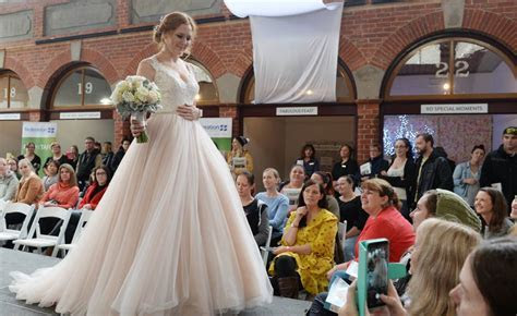 Hundreds flock to see the latest in wedding trends at the