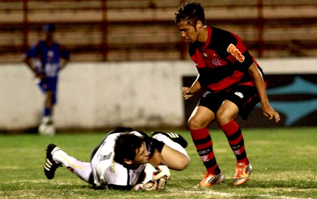 Lance flamengo e Rondonópolis copa são paulo junior (Foto: Bê Caviquioli / Futura Press)