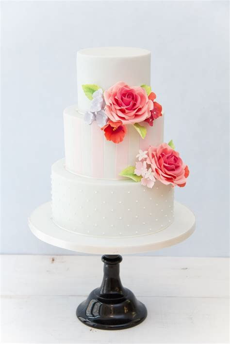 Modern Wedding Cake Baking And Decorating