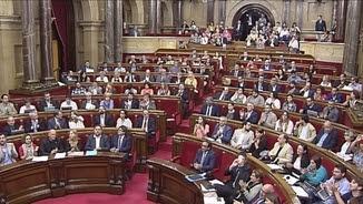 Aplaudiments dels diputats dels grups que han votat a favor de la destitució un cop anunciat el resultat de la votació