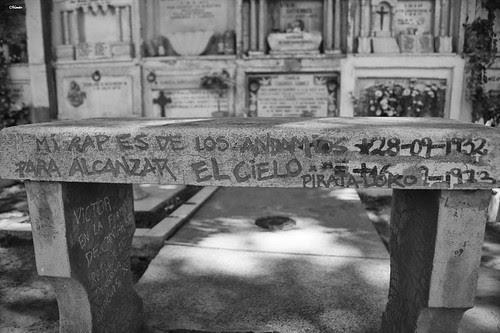 Banca homenaje a Victor Jara by Alejandro Bonilla